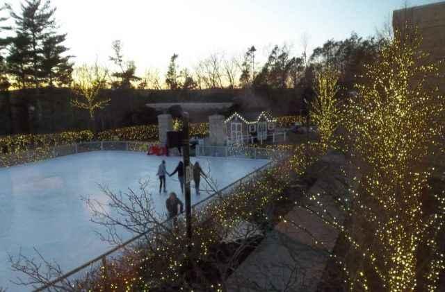 Foxwoods ist immer je nach Saison geschmückt und hat im Winter sogar eine Eisbahn