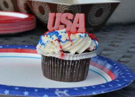 Am 4. Juli wird in den USA oft gegrillt und die Farben der US Flagge sind auch auf Kuchen und Dekorationen zu finden