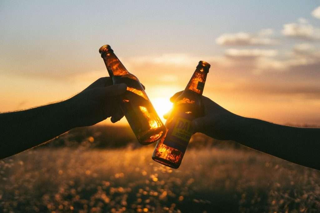 Bier in einer Tuete verstecken, eines der Dinge an die man sich in den USA als Bayer schwer gewöhnt