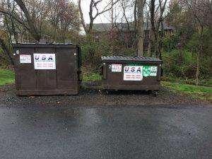 Mülltonnen in den USA mit Recyclingtonne - Leben in den USA
