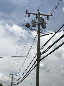 Stromkabel an der Strasse in den USA sorgen oft für Stromausfälle