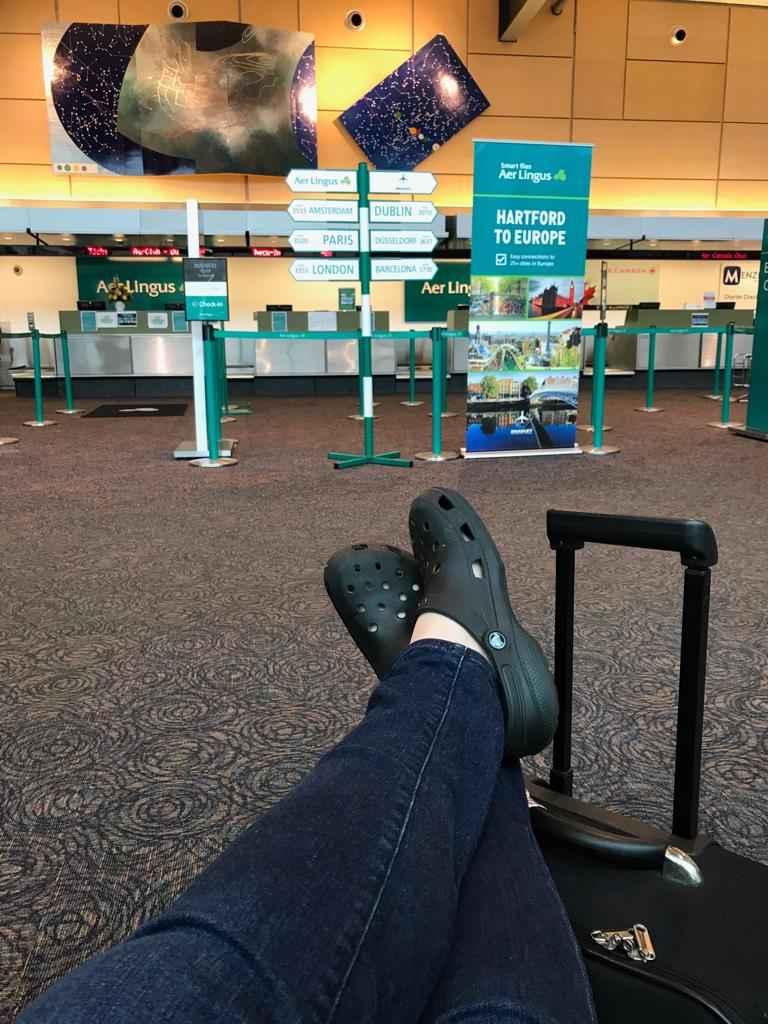Warten auf den Flug zur Heimat